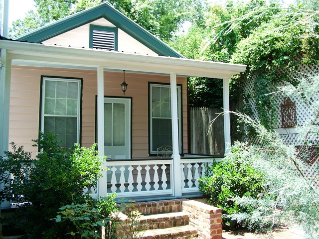 Cottage bed and breakfast, Stone House, Natchez, MS